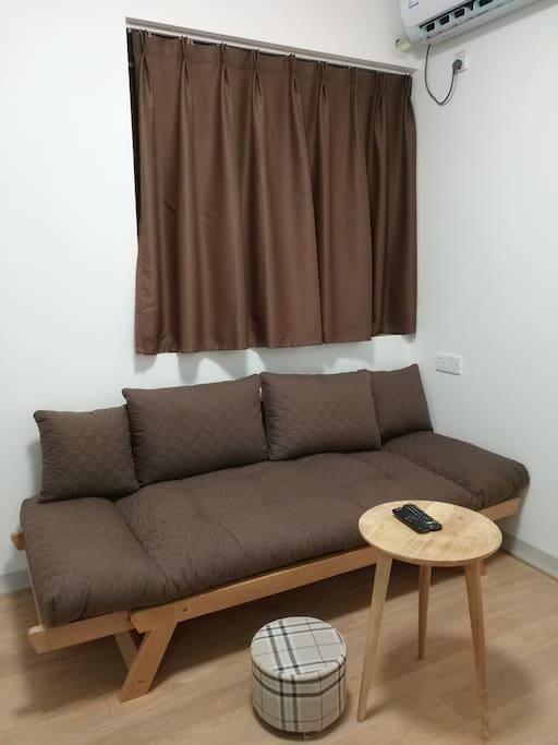原木舒适大沙发,坐卧两用