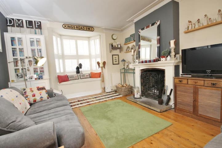 2 Bedroom (Entire) House with Garden - Englefield Green - Hus