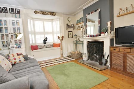 2 Bedroom (Entire) House with Garden - Englefield Green