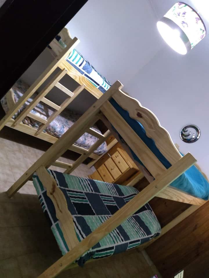 Hab. privada  p/ dormir 4 personas, camas literas