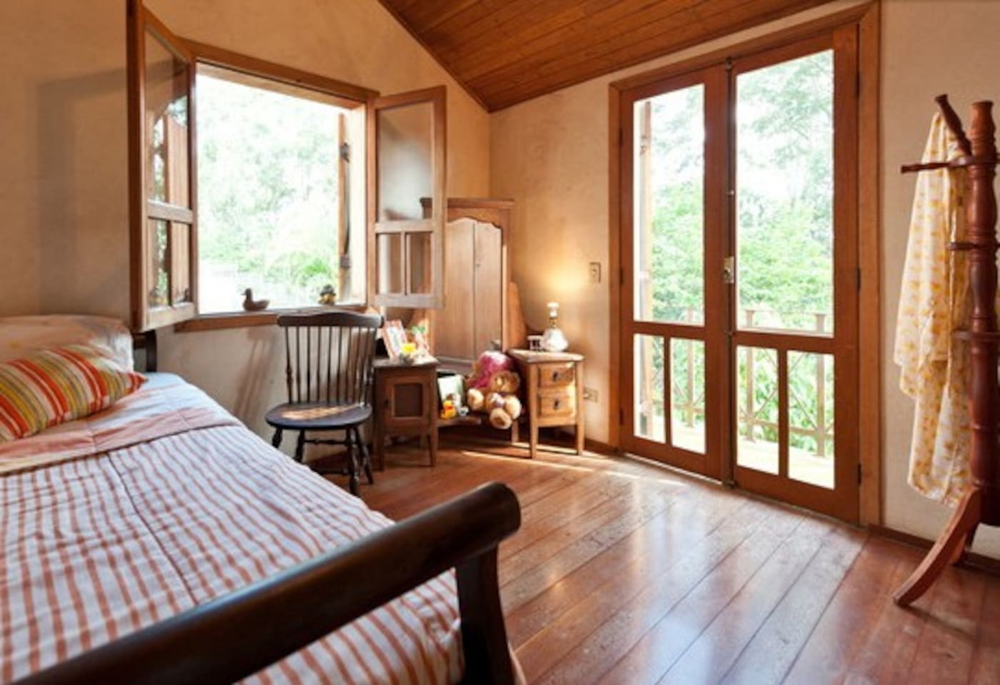 Room overlooking a beautiful lake