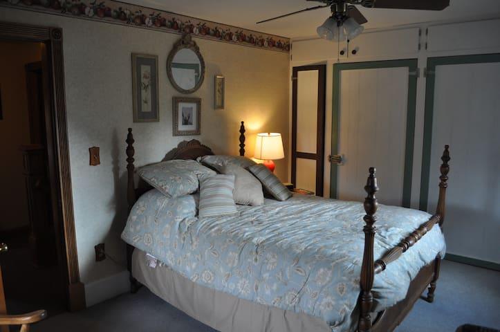 Sha-Bock Farm B & B/18 mi Green Bay - Pulaski - 家庭式旅館