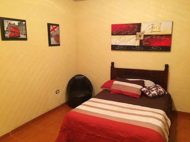 Cómoda Habitación c/ baño propio y terraza. - Ciudad Apodaca - House