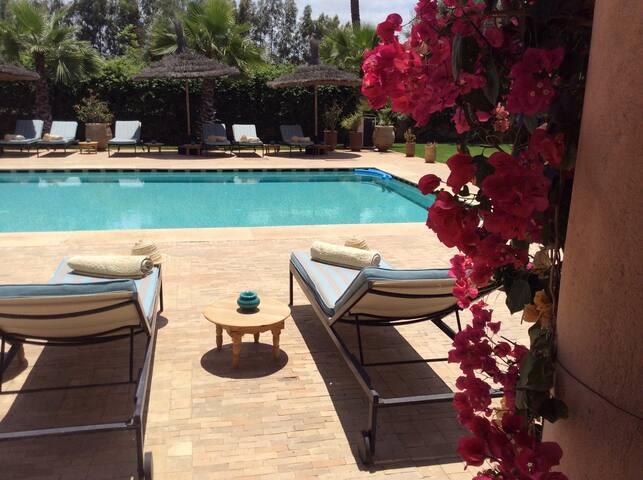 Chambre dans une magnifique villa - Marrakesh - Penzion (B&B)