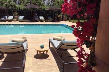 Chambre dans une magnifique villa - Marràqueix - Bed & Breakfast