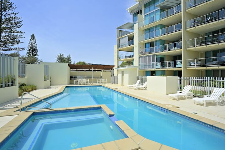Luxury Bargara Oceanfront Apartment