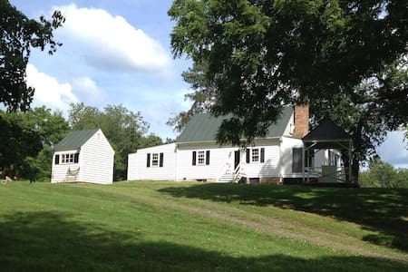 Historic House Near Charlottesville with Bunkhouse - Barboursville - Casa