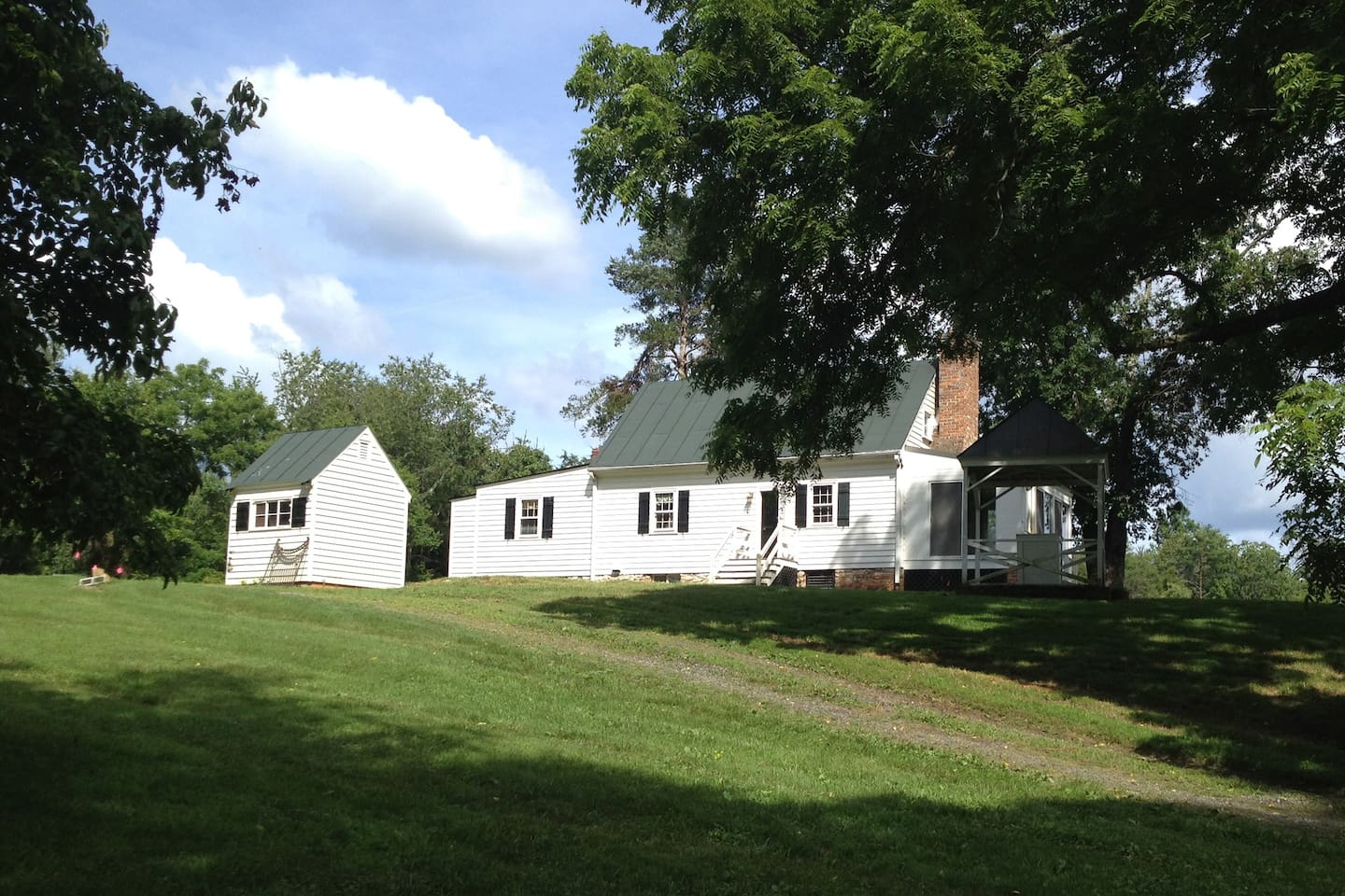 1790  Virginia Cottage, 6/10 mile off main road, set among 650 acres in conservation easement
