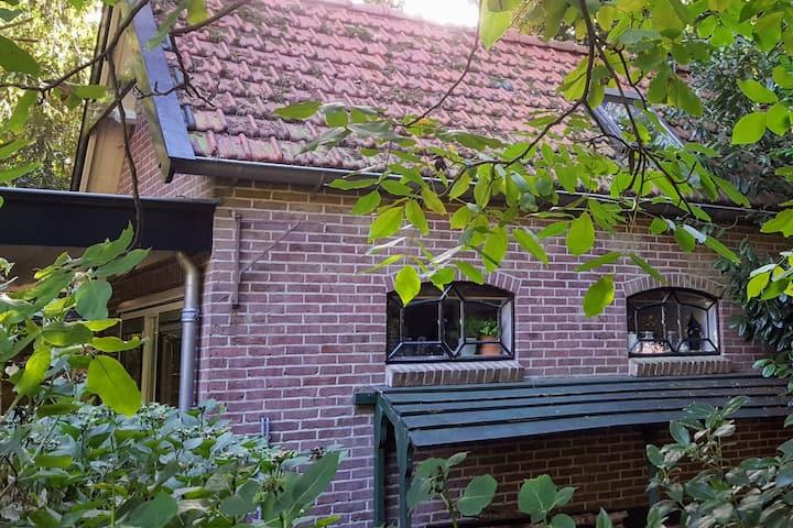 Het Koetshuisje aan de rand van het bos in Baarn