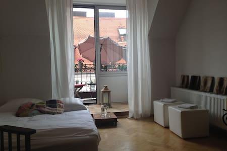 Cozy, sunny room in Oldtown - Munich - Apartment
