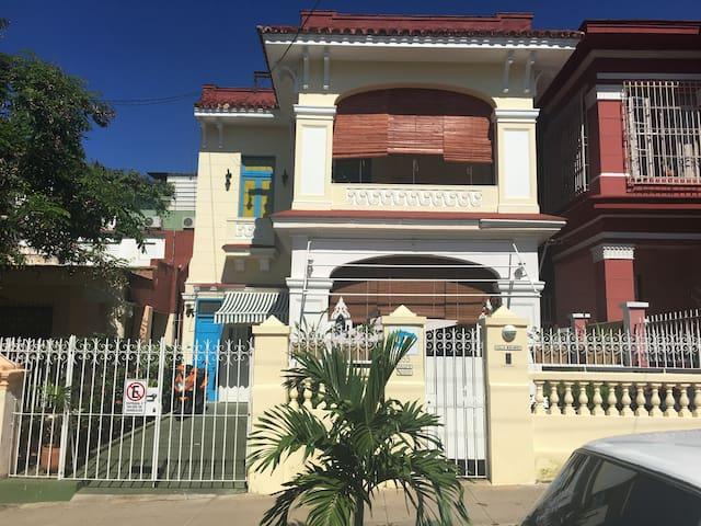 Villa Calle E Vedado