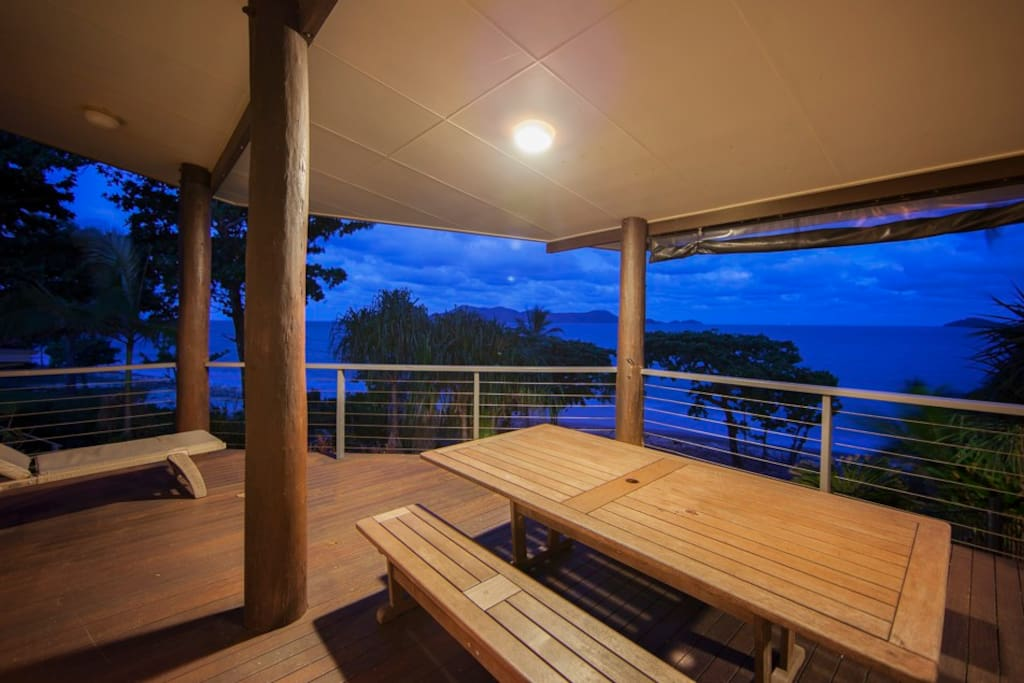 Turquoise Waters - South Mission Beach - Verandah Night View