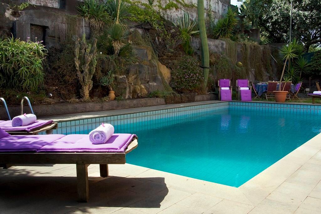 Esterno laterale e piscina