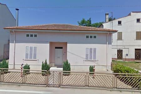 Casa indipendente con garage  - Guastameroli - Casa