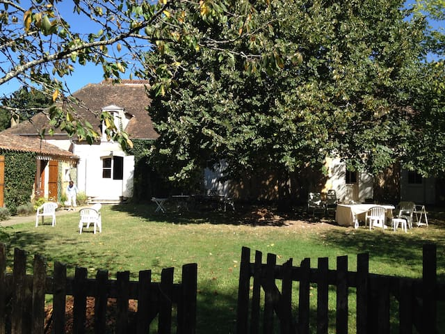 DORDOGNE,PERIGORD, FAMILY HOLIDAYS IN THE WOODS - Lacropte - Dom