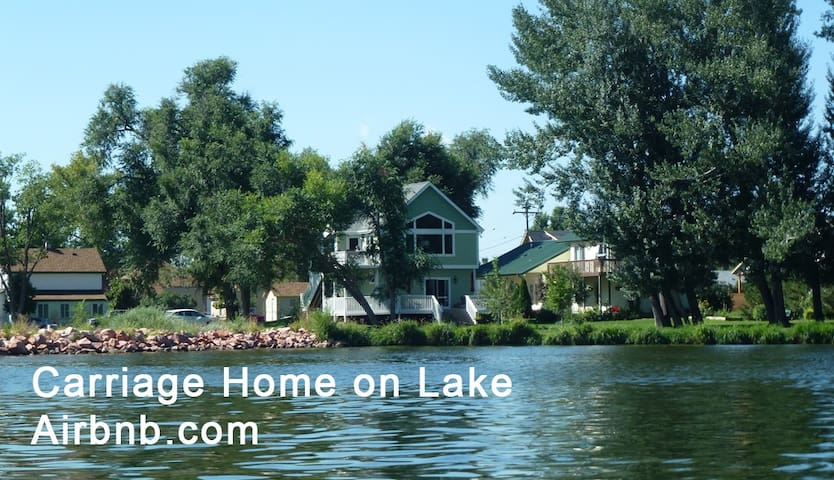Carriage Home on Lake, UPPER ROOM - Windsor - Bed & Breakfast