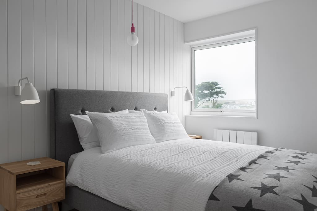 King size bedroom - partial sea/beach view