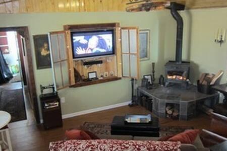 Rustic Big Bear Cabin w/Private Yard - Blockhütte