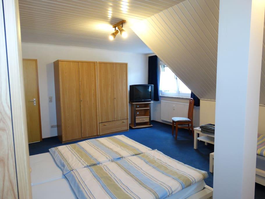 Ferienwohnung Decku - Dreibettzimmer mit TV