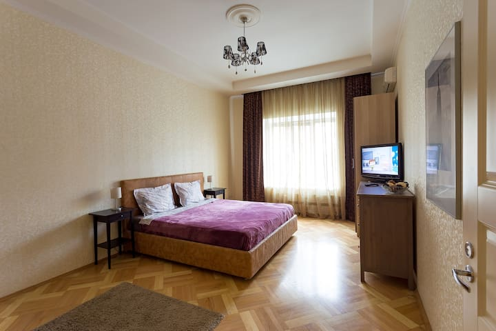 Spacious flat 1 min from m. Belorusskaya