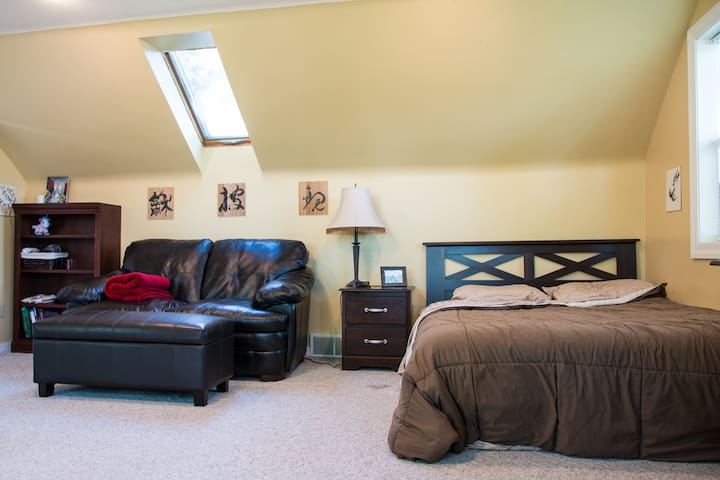 Beautiful Master Suite Close to Hospital/UW Campus - Madison - Casa