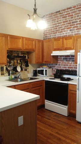 Downtown Flat in the center of it all! New. - Wilmington - Condominium