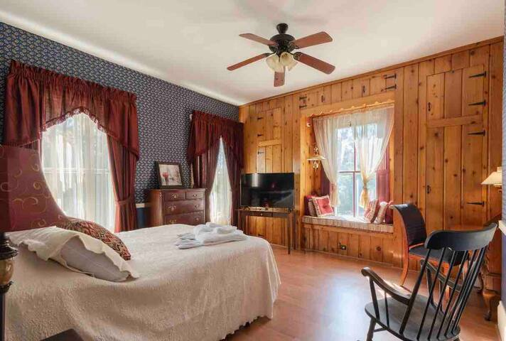 Cuyahoga Valley Inn  Oviatt Rooms whole floor