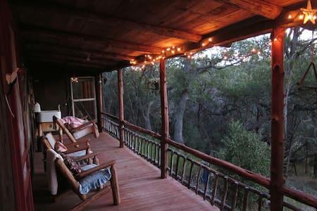 Rustic Private Cabin, Blanco River - Wimberley - Hus