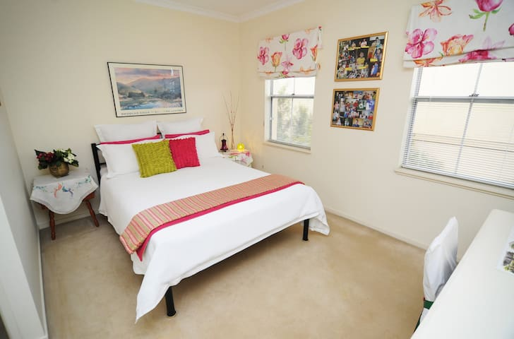 2 bedrooms-ideal for friends/family