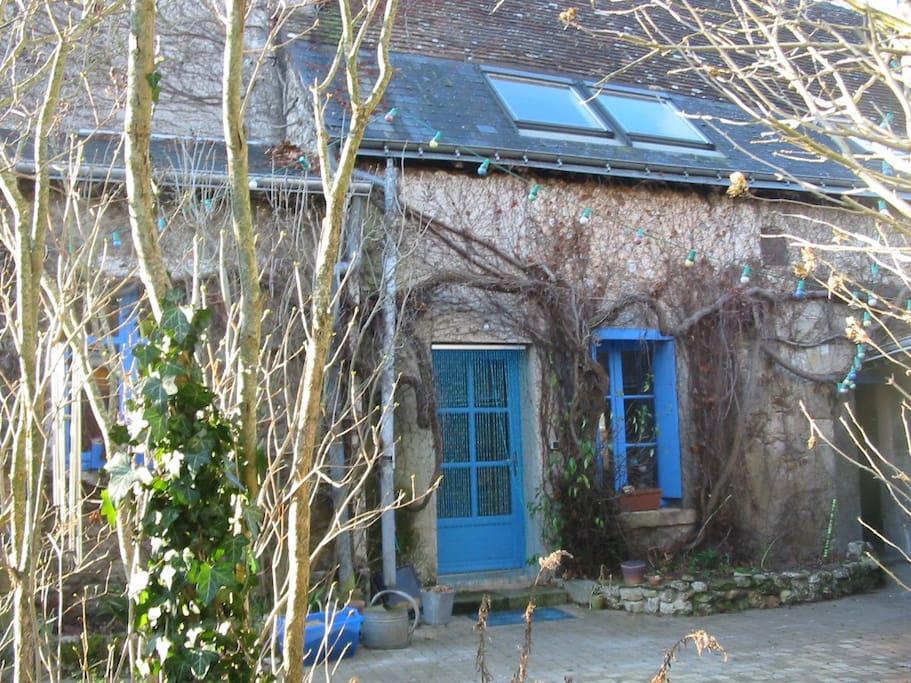 maison au bord de l 39 eau houses for rent in pont de ruan centre france. Black Bedroom Furniture Sets. Home Design Ideas