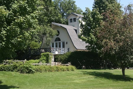 Beautiful 1800s Barn & Studio - La Porte - House