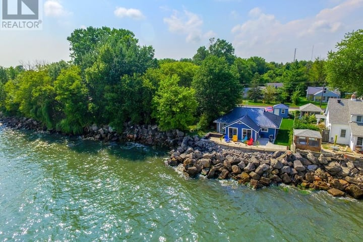 A Wave from it All-Executive Waterfront Oasis