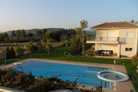 vila with swimming pool near the airport and metro