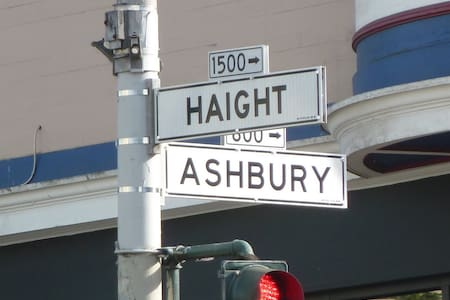 Haight Ashbury Experience Room 5