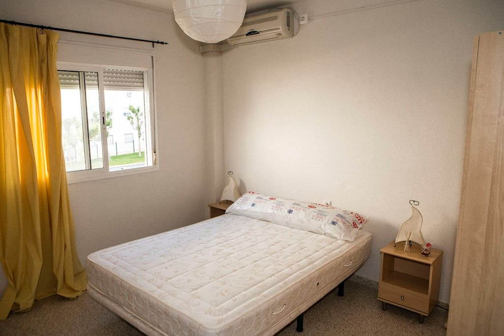 habitación amplia con armario