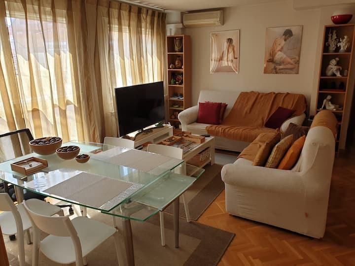 Habitación con aire acondicionado y baño exclusivo