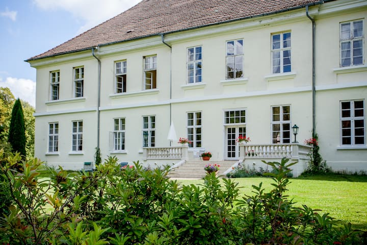 Flat in Mecklenburg Mansion - Whg 4 - Behren-Lübchin - Apartemen