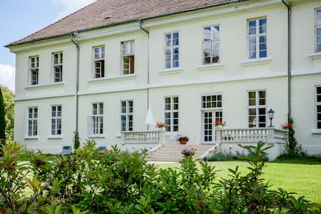Flat in Mecklenburg Mansion - Whg 4 - Behren-Lübchin - อพาร์ทเมนท์