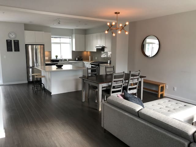 Large open space with full kitchen
