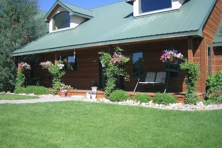 Beautiful Home / Great Location - Gunnison
