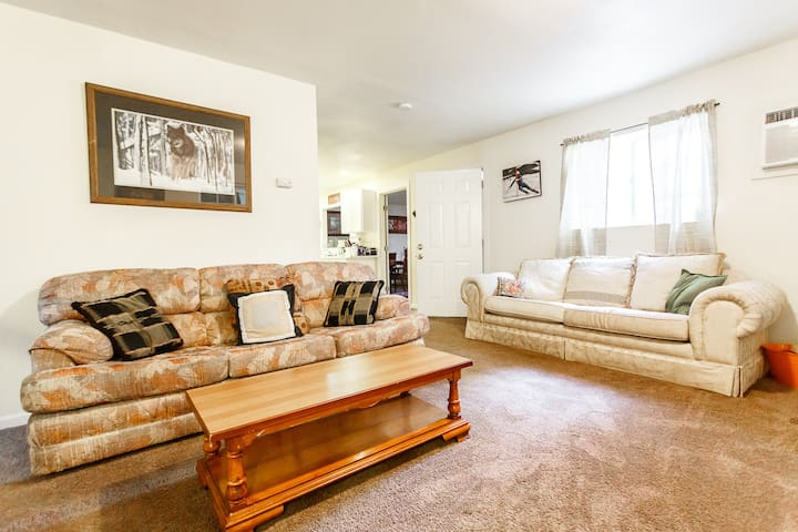 Comfortable Clean Ski Cabin - Wrightwood