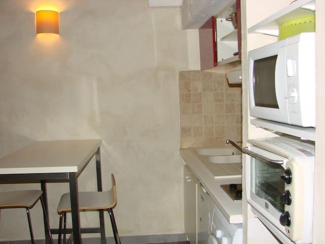 Studio tout équipé avec chambre en mezzanine - Castillon-du-Gard - Apartment