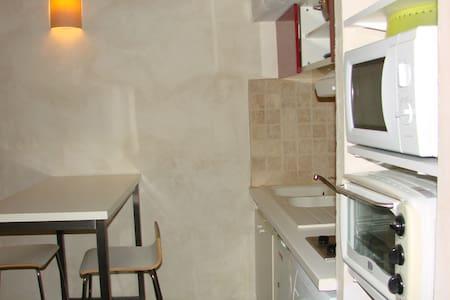 Studio tout équipé avec chambre en mezzanine - Castillon-du-Gard - Apartament