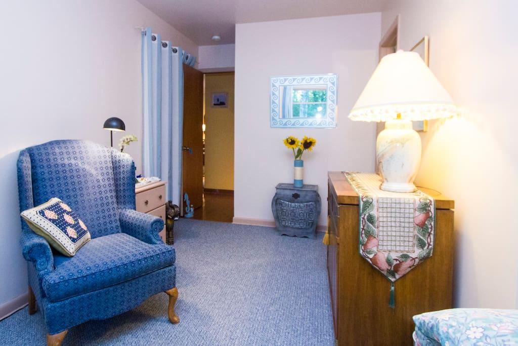 guest bedroom sitting area