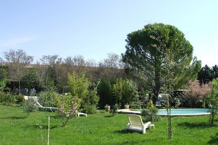 gite lepimayon t5meuble en campagne piscine - Manosque