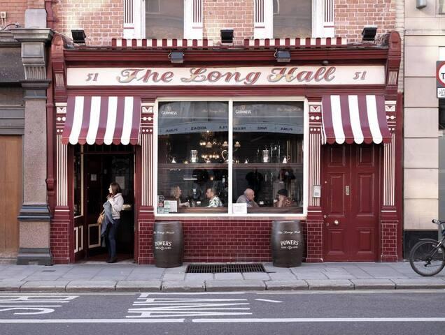 The Long Hall. A fine bar.