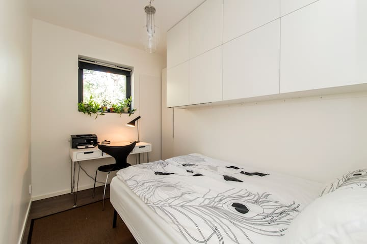 Bedroom/office with double bed on 2nd floor