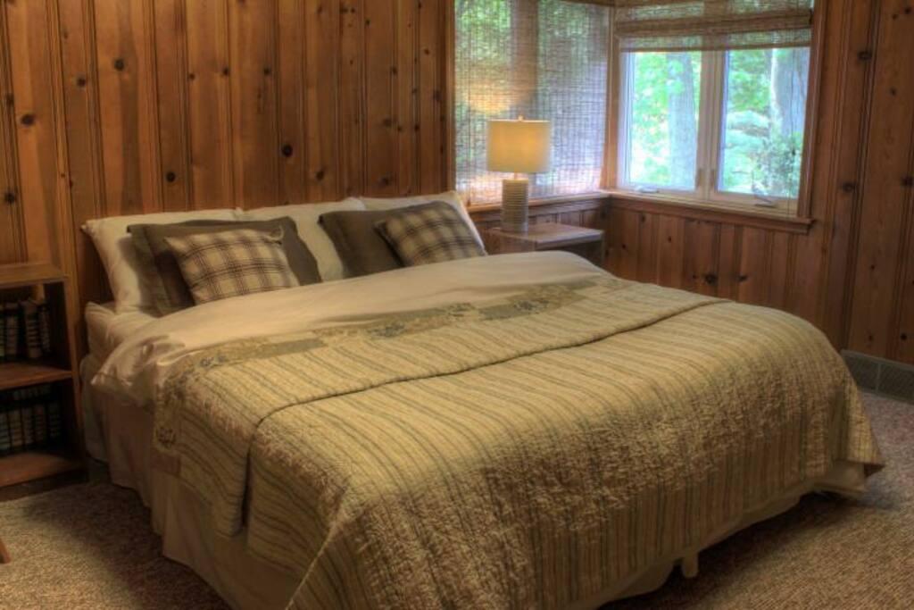 King bedroom (upstairs).