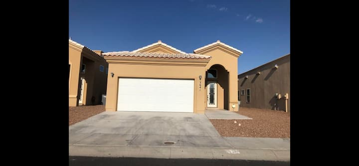 Luxury Modern Home near Ft. Bliss, and Airport.
