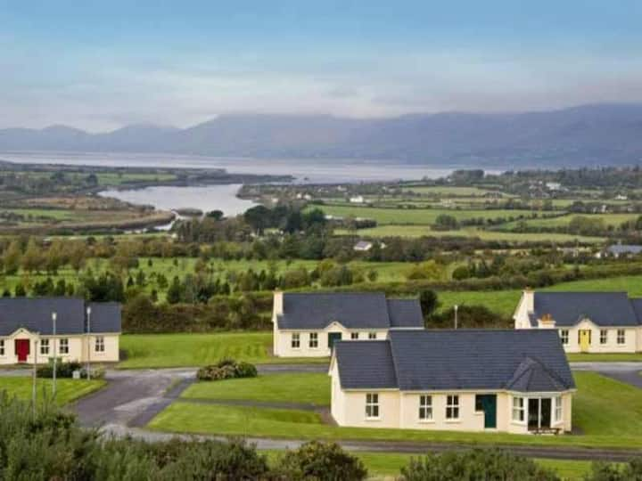 Ring of Kerry Cottages- Located on the Golf Course